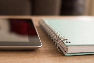 Poznámkový blok a mobil
