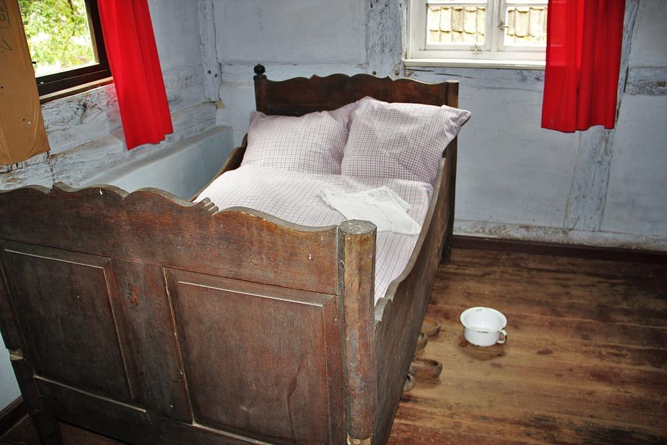 bedroom-1413522_960_720