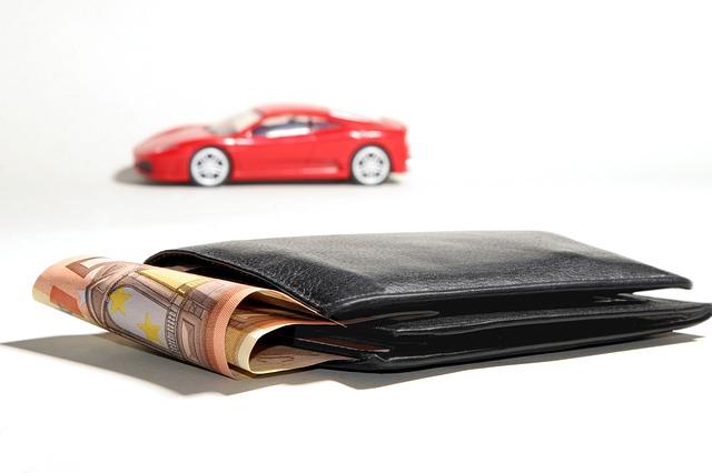 autíčko, peněženka, peníze