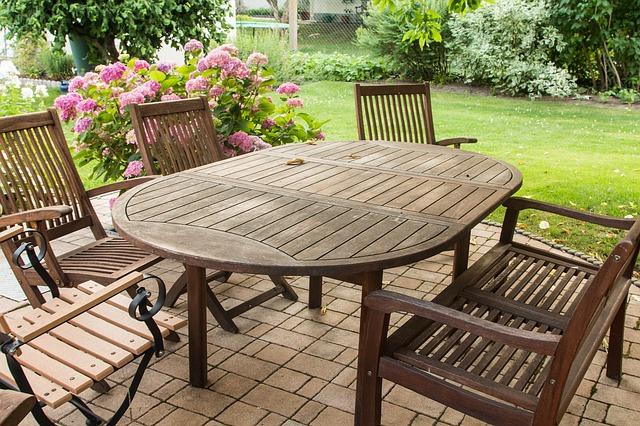 zahradní nábytek ze dřeva