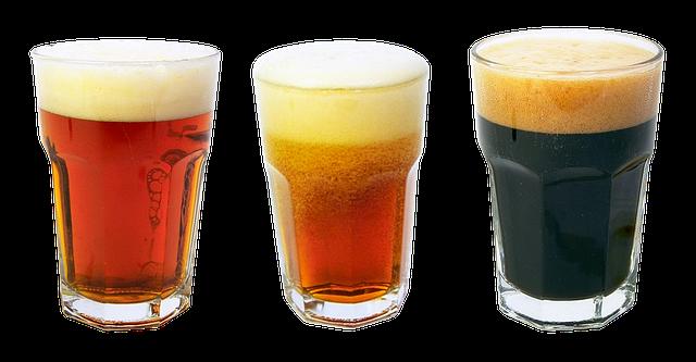 tři poháry piva